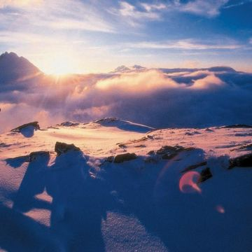 Snowboarding at sunset has particular appeal on the Arlberg in Tyrol
